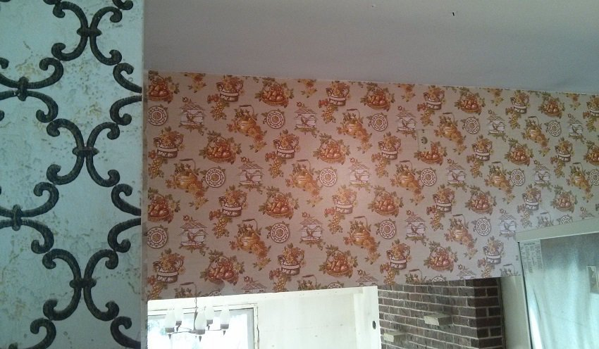 Wallpaper removal from Toronto home