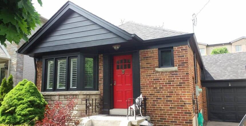 Beautiful exterior colour is red and charcoal