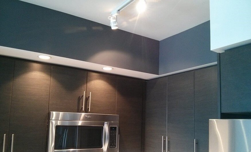 Use dark colour in condo kitchen