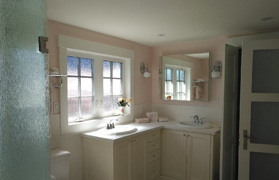 Warm colours in a new bathroom